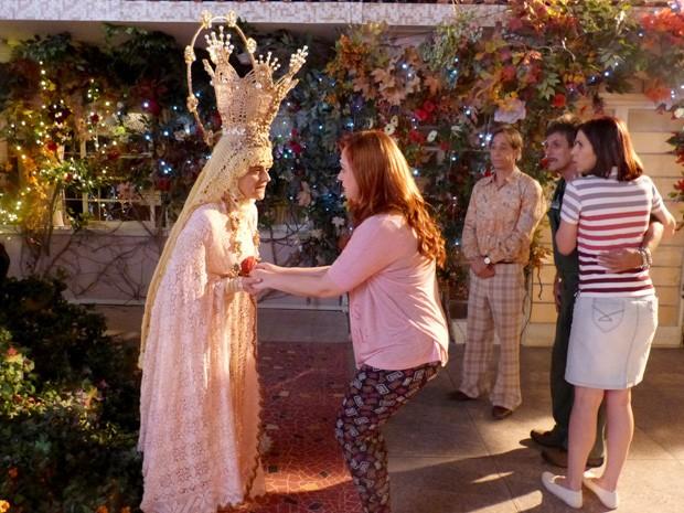 Todos pedem misericórdia a Nossa Senhora (Foto: A Grande Família/TV Globo)
