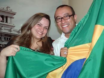 Brasileira e boliviano vão torcer pela seleção da casa durante a Copa (Foto: Débora Soares/G1)