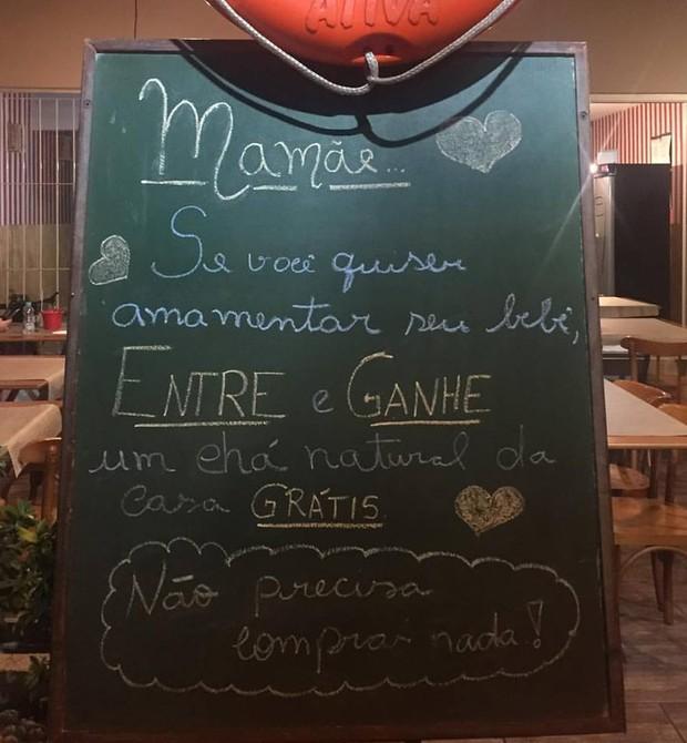 Placa que foi colocada no restaurante (Foto: Reprodução - Facebook)