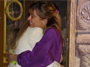 Dieckmann cumprimenta a amiga pelos 30 anos (Foto: Salve Jorge/TV Globo)
