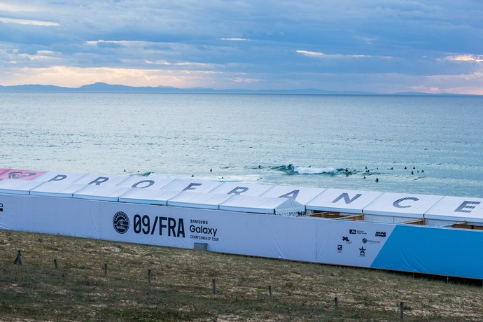 Stand da etapa de Hossegor, na França, do Mundial de Surfe (Foto: WSL)