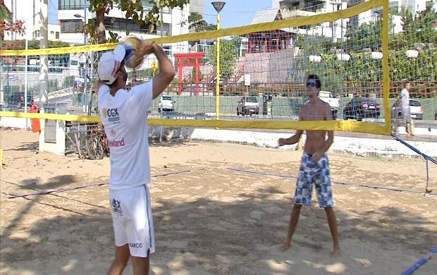 Márcio e Filipão treinando na Beira- Mar para Circuito Brasileiro de Vôlei 4 (Foto: Reprodução/ TV Verdes Mares)