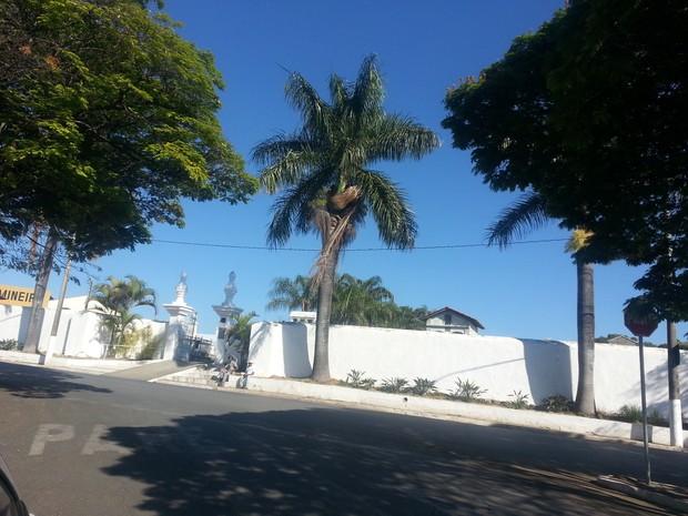 Corpo de Bianca está no Cemitério Municipal de Santo Antônio do Monte (Foto: Anna Lúcia Silva/G1)