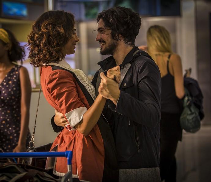 Miguel mata a saudade de Tereza (Foto: Inácio Moraes/ Gshow)