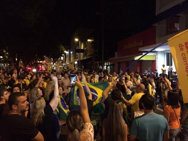 Protesto no Centro de Uberlândia (Foto: G1)