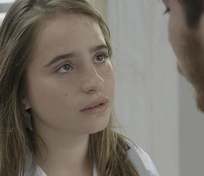 Camila fica arrasada com decisão do namorado (Foto: TV Globo)