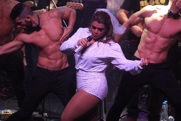 Preta Gil durante show temático em boate no Rio (Foto: Isac Luz/EGO)