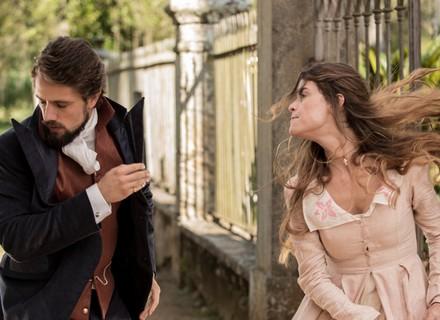 Felipe beija Lívia, mas leva um tapa na cara