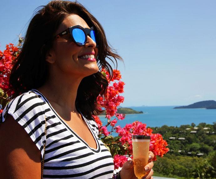Juliana Paes se encantou com as belezas de Hamilton Island, mas confessa que sentiu saudade dos filhos (Foto: Bernardo Duarte/Gshow)