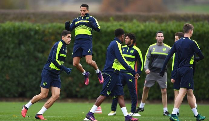 Alexis Sánchez Arsenal treino PSG (Foto: Shaun Botterill/Getty Images)
