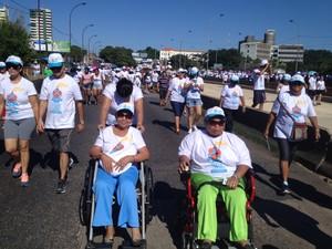 Cadeirantes participam da Caminhada da Fraternidade em Teresina (Foto: Gustavo Almeida/ G1)