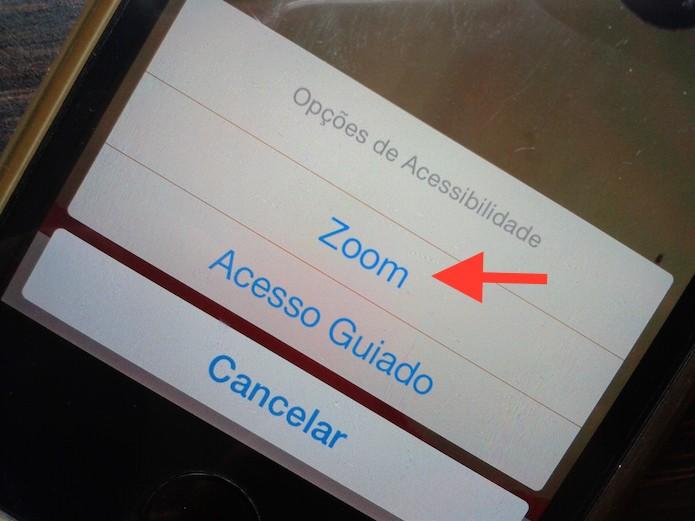 Utilizando o atalho de acessibilidade para ferramenta zoom do iOS (Foto: Reprodução/Marvin Costa)