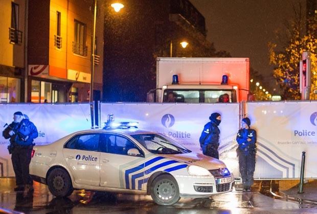 Polícia belga realizou a prisão de suspeitos de ataque em Paris. (Foto: AP Photo)