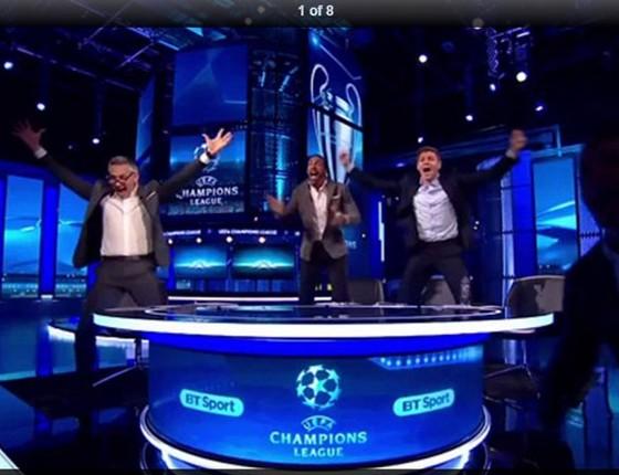 Lineker,Ferdinand,Gerrard e Owen(correndo por algum lugar).A explosão da paixão pelo futebol em estado bruto (Foto: Reprodução)