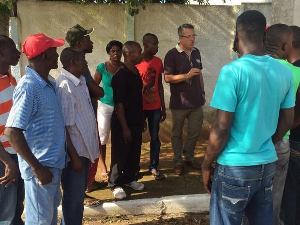 Haitianos em Cerqueira César 2 (Foto: Luana Eid/ TV TEM)