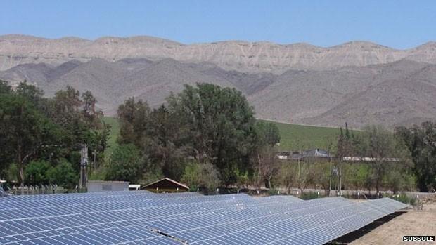 Produtora de frutas Subsole está usando painéis fotovoltaicos para obter energia no Atacama (Foto: Subsole/BBC)