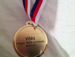 Dentinho postou foto da medalha de ouro (Foto: Arquivo Pessoal/Cedida)