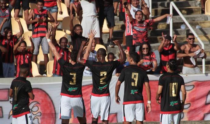 Jogadores do Moto comemoram gol no Castelão pela Série D do Brasileiro (Foto: Biaman Prado/O Estado)