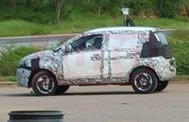 Flagra do Fiat Mobi versão aventureira em testes (Foto: Fernando Garção/Autoesporte)