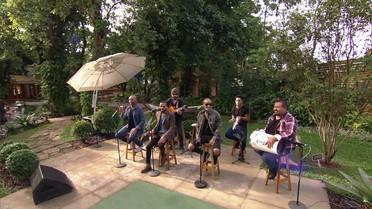 'Só Pra Contrariar' abre o programa ao som de 'Sai Da Minha Aba'