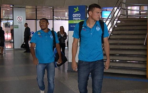 Poucos jogadores do Paysandu desembarcaram em Belém após a derrota para a Chapecoense (Foto: Reprodução/TV Liberal)