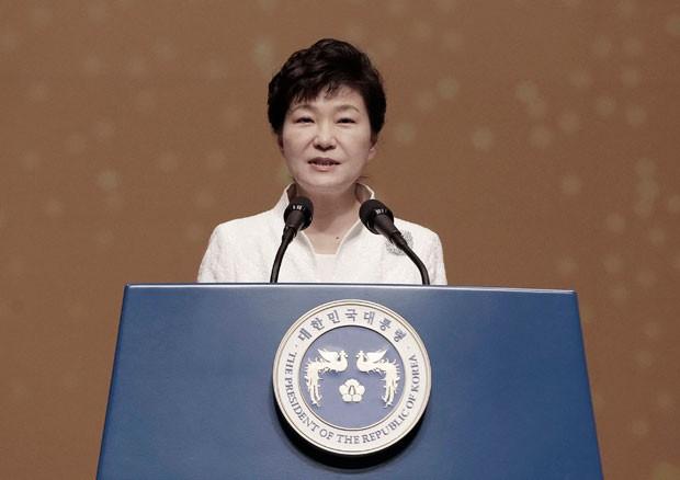 Presidente sul-coreana, Park Geun-hye, exigiu que Japão se desculpe pelo tratamento dado às coreanas durante a 2ª Guerra Mundial (Foto: Ahn Young-joon/Reuters)