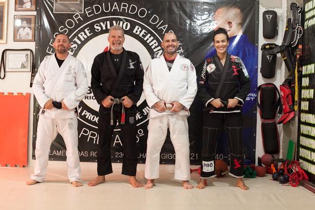 Raul Gazolla com seus treinadores (Foto: Anderson Barros/EGO)