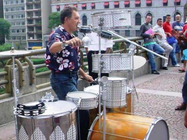 Sambatera durante apresentação no Centro de São Paulo (Foto: Alfredo Sambatera / Arquivo Pessoal)