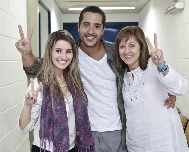 Nando Motta comemora com a família a entrada no The Voice pelas mãos de Lulu Santos  (Foto: Felipe Monteiro/TV Globo)