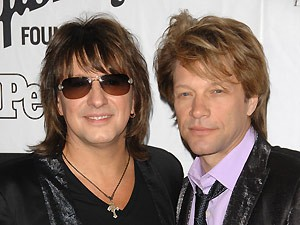Richie Sambora (à esq.) e o cantor Jon Bon Jovi (Foto: AP)