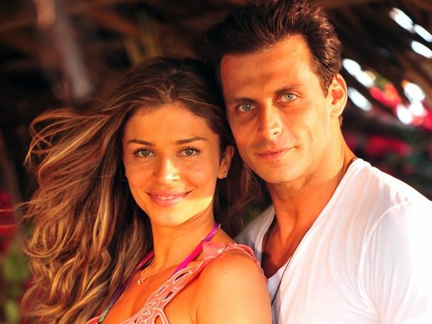 Ester (Grazi Massafera) e Cassiano (Henri Castelli) se conhecem ainda na adolescência e se apaixonam  (Foto: João Miguel Jr./ TV Globo)