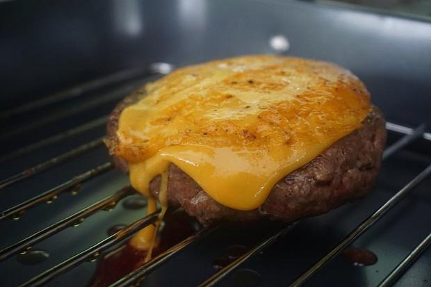 Hambúrguer com queijo (Foto: André Lima de Luca)