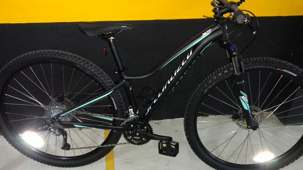 Bicicleta foi roubada por três jovens de casal em Santos, SP (Foto: Arquivo Pessoal)