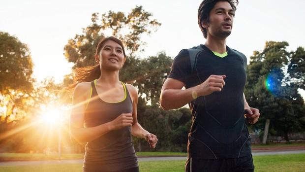 homem e mulher correndo (Foto: Getty Images)