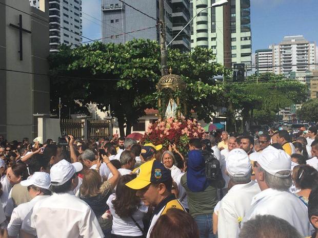 Procissão da Festa percorre as ruas de Belém, em penúltima romaria da quadra Nazarena. (Foto: Gabriela Azevedo/ G1)