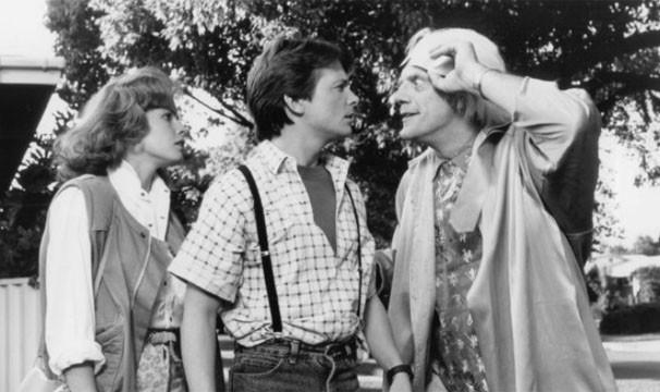 """Michael J. Fox, Elisabeth Shue, Christopher Lloyd em cena no filme """"De Volta para o Futuro II"""" (Foto: Divulgação/Reprodução)"""