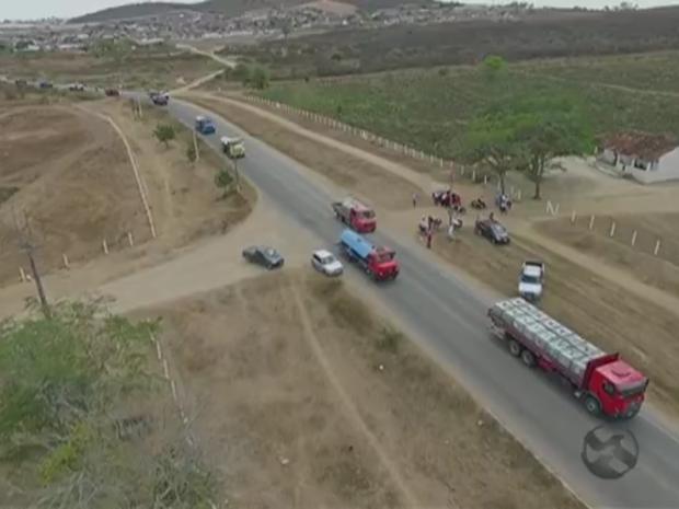 'Caravana da Solidariedade', em São Bento do Una (Foto: Reprodução/ TV Asa Branca)