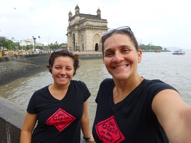 Fernanda Moura e Taciana Mello em Mumbai (Foto: THE GIRLS ON THE ROAD)