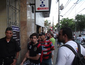 Fila de ingressos Campinense x Treze (Foto: Silas Batista / Globoesporte.com/pb)