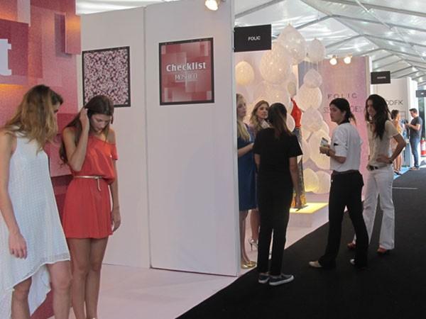 Stands do Fashion Business, no Rio, evento que comercializou coleções Primavera/Verão 2013. (Foto: Lilian Quaino/G1)