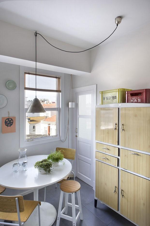 Peças garimpadas em viagens decoram casa de 85 m² (Foto: Vicugo)