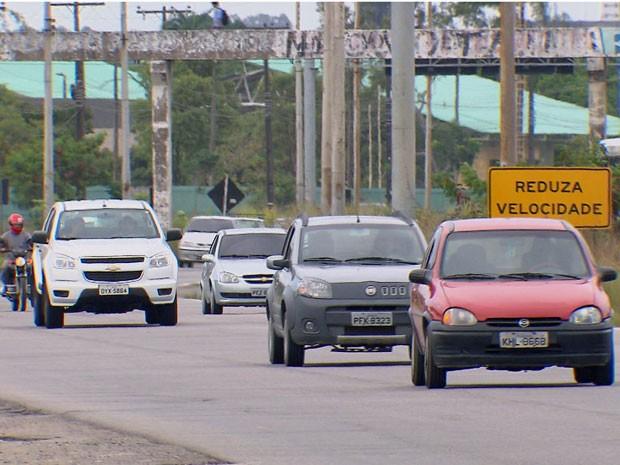 Movimento já começa a crescer na PE-60, que dá acesso ao Litoral Sul (Foto: Reprodução / TV Globo)
