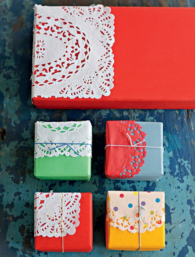 Caixas Secreta Saudade com toalhinhas rendadas de papel (Foto: Elisa Correa/Editora Globo)