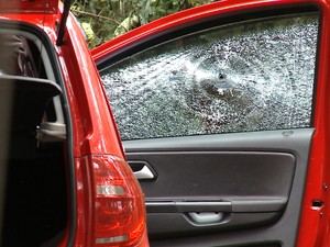 Mulher é encontrada morta dentro de carro em Caxias do Sul (Foto: Reprodução/RBS TV)