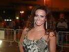 Viviane Araújo ousa na sainha e ganha nota 10 em evento de carnaval
