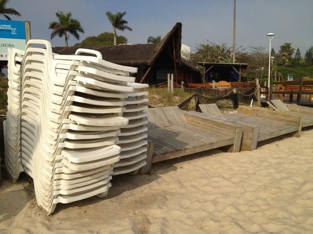 Patrimônia da União cancelou autorizações para utilização de faixa de areia (Foto: Naim Campos/RBS TV)