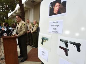 Xerife Bill Brown identifica suspeito como Elliot Rodger, em coletiva de imprensa neste sábado (24) (Foto:  AFP Photo/Robyn Beck)
