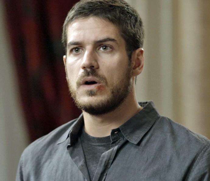 Dante fica chocado ao descobrir verdades sobre a chacina de Seropédica (Foto: TV Globo)