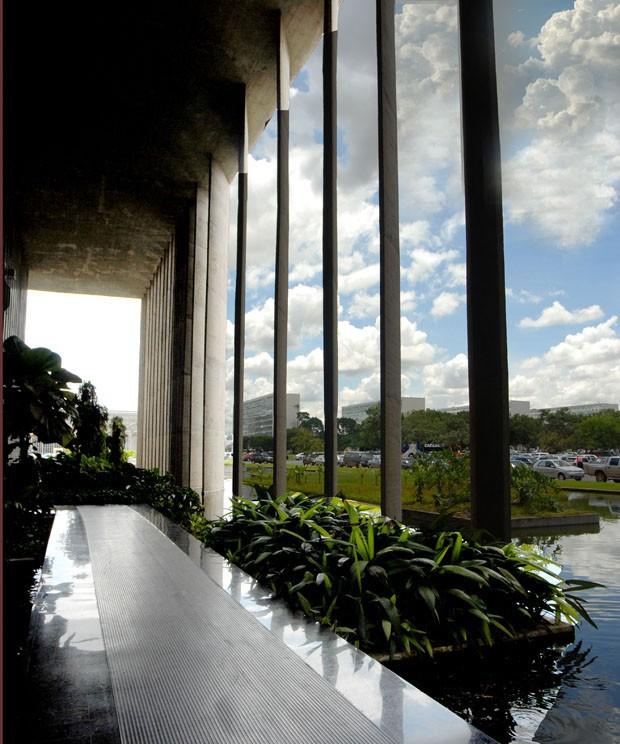 Conheça o Palácio da Justiça, em Brasilia, obra de Oscar Niemeyer (Foto: Karina Carvalho e Isaac Amorim/ Divulgação)