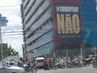 Veículo colide contra grade do estacionamento do MPF em Maceió